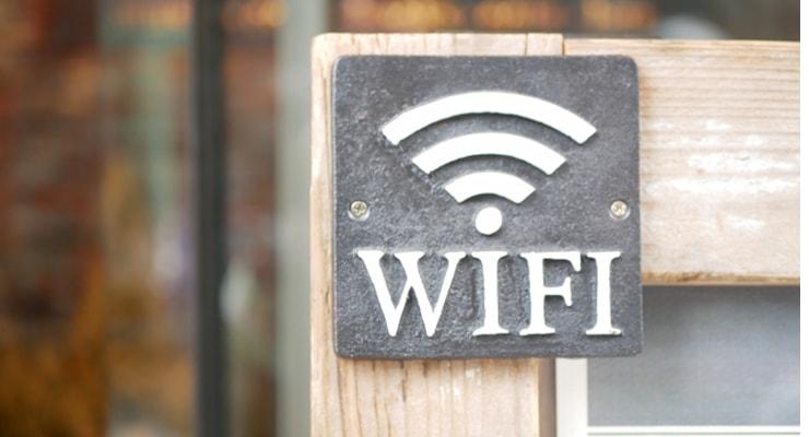 Wi-Fiマークのあるお店も増えました。